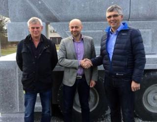 Birger Lea i Nordic Crane Vest, Annbjørn Vasdal i HMF Norge og Arild Netland i Stangeland Maskin.