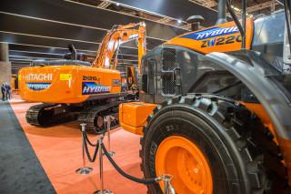 Hitachi hybrid graver og hjullaster