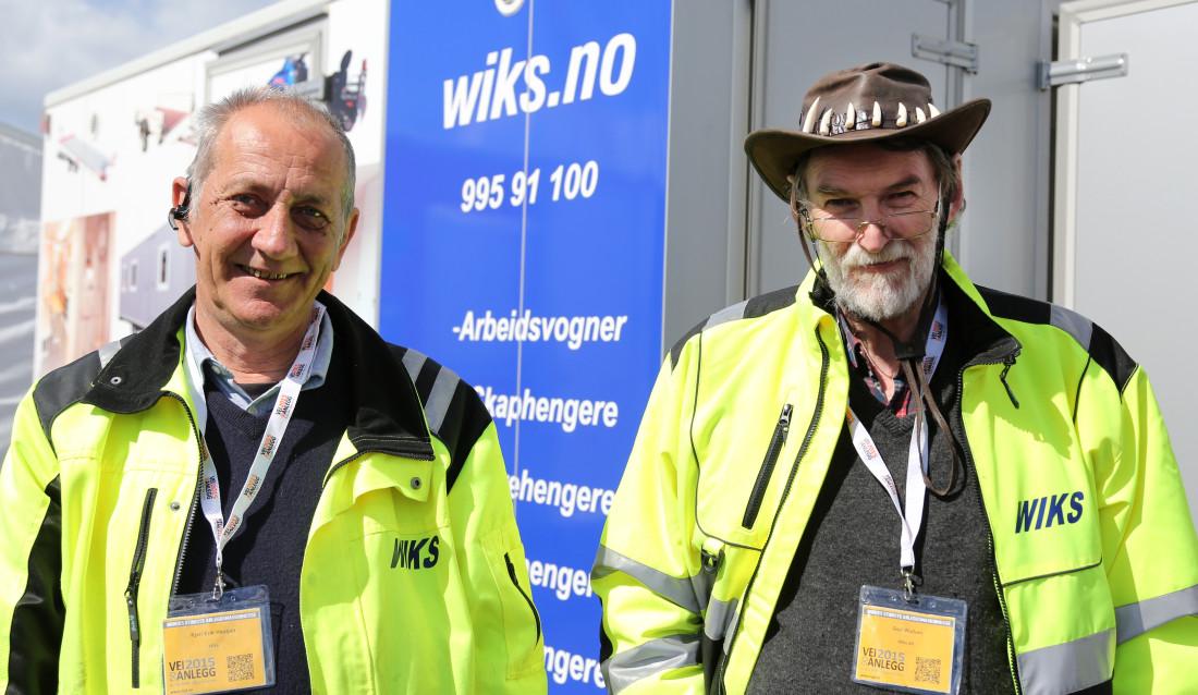 Selger Kjell Erik Haugan og daglig leder Geir Wullum i WIKS på Vei og Anlegg 2015.