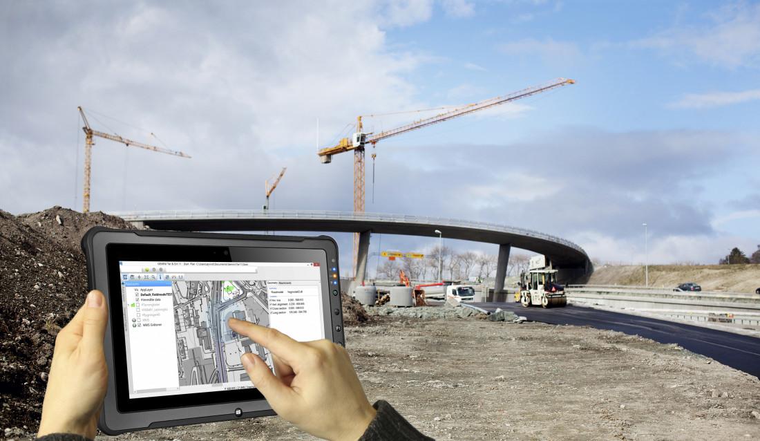 TRÅDLØST: Det nye systemet lar brukeren jobbe direkte fra et nettbrett på anleggsplassen.