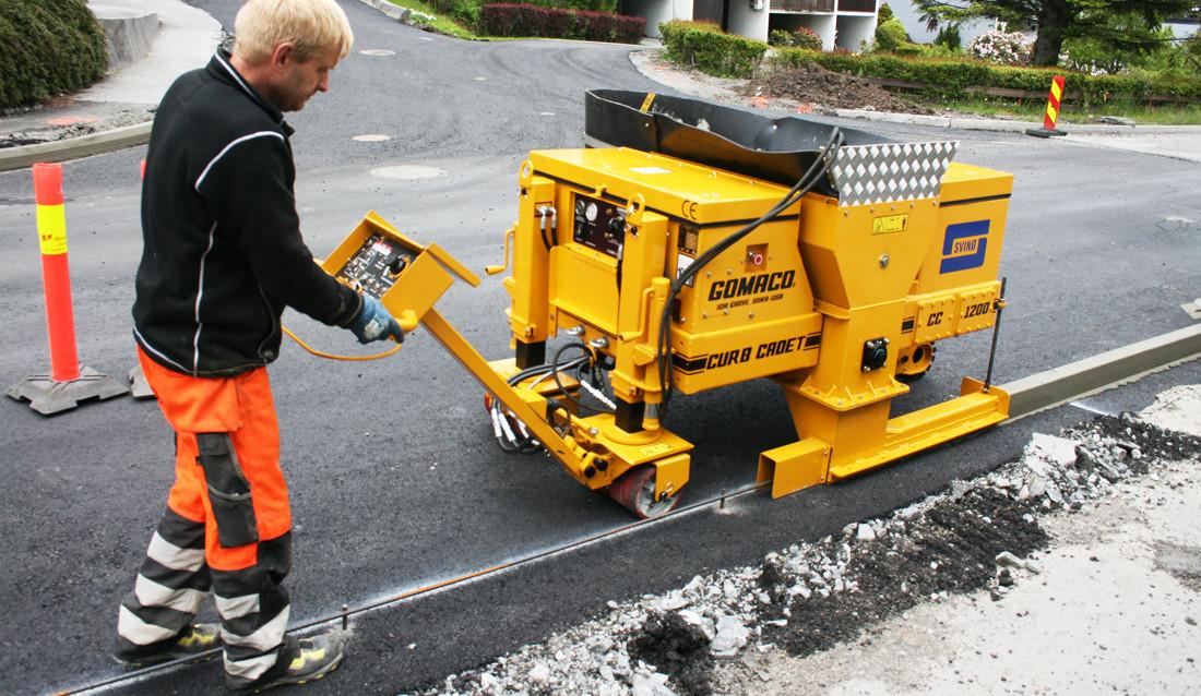 Frode Breiteig støper betongkant