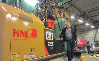 Daglig leder Odd Einar Kne og maskinfører Christian Sagen.