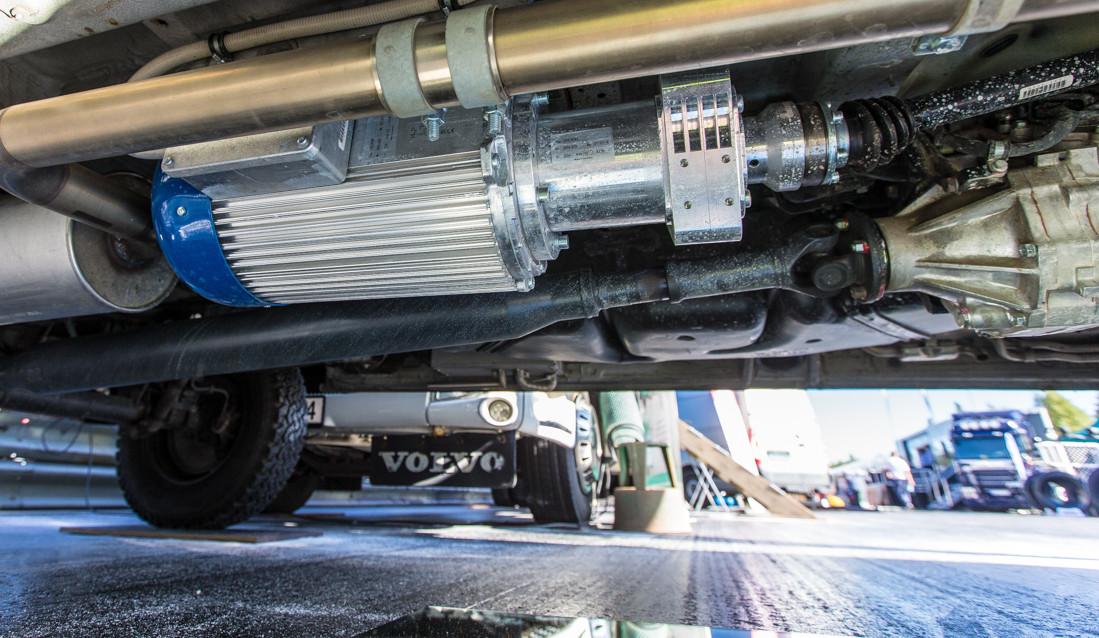 20 kVA / 400 V trefas generator ut under bilen
