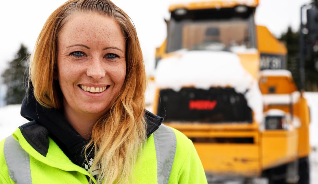 Linda Jeanette Dalen Pedersen (29) er maskinfører i Huser Entreprenør. (Foto: Runar F. Daler).