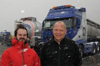 Oss bekjent er vi det eneste transportselskapet som har tatt i bruk flåtestyringssystemet APX tracker. Det er et stort konkurransefortrinn når vi skal bevege oss inn på nye markedssegmenter, sier daglig leder Bjørn Næss Hansen og kvalitetsansvarlig Torstein Solhjem Knutsen hos Brdr. Hansen på Rjukan.