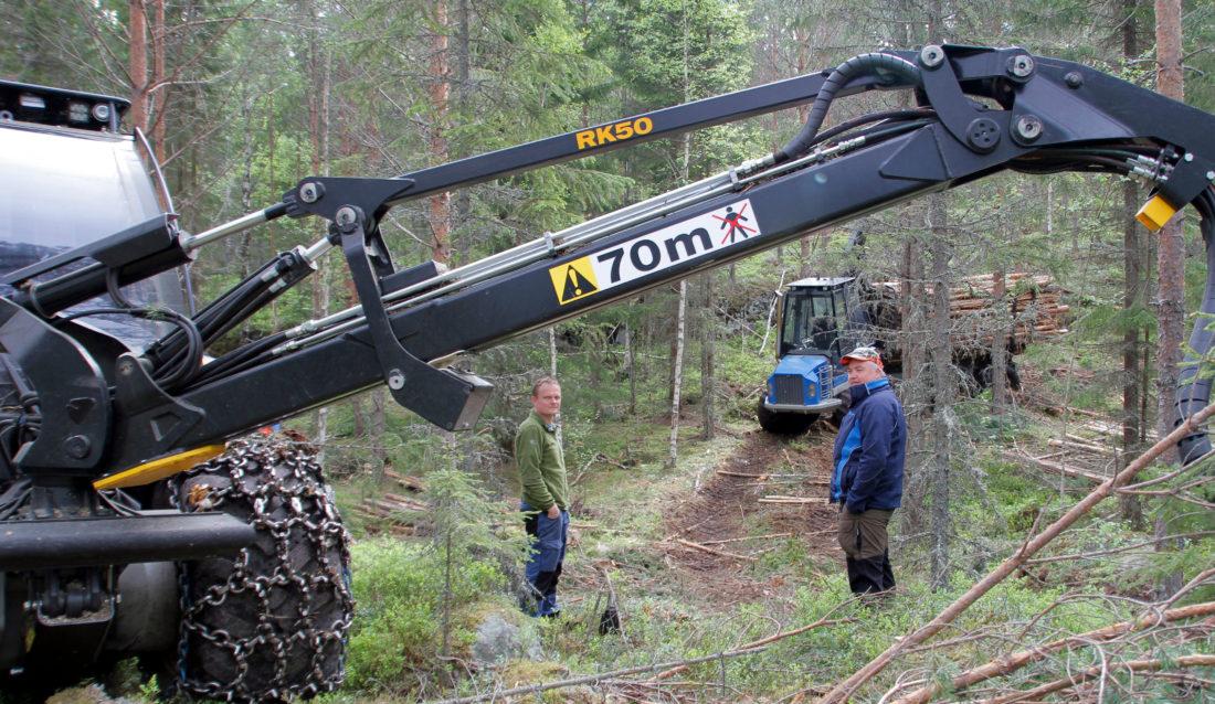 Tom Øyvind Malmerengen (t.v.) og Stein Olav Tuhus har deltatt i prosjektet og fått kartlagt hjerterytme og stressnivå. (Foto: Astri Kløvstad).