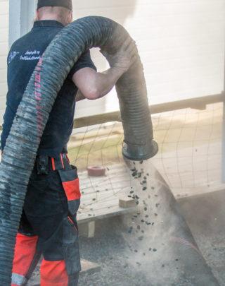 Vanntilkobling er viktig for å dempe støvføyka.