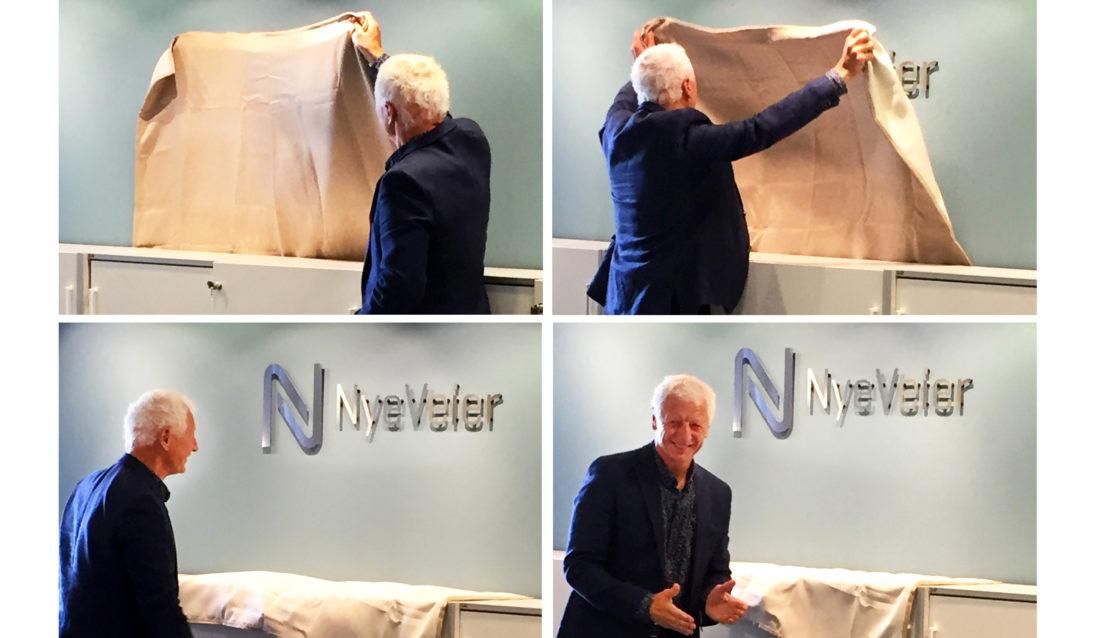 AVDUKING: Ordføreren i Hamar, Eivind Busterud, fikk æren av å offisielt åpne Nye Veiers kontor på Hamar. (Foto: Solvår Milach Strand).