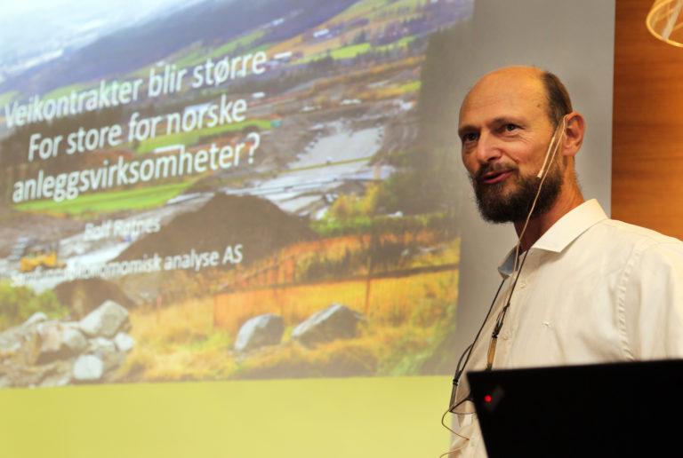 Prosjekteksemplet E18 Arendal-Tvedestrand er helt i grenseland for hva som er fornuftig, sett fra den norske anleggsnæringsnæringens side, ifølge sa fagdirektør i Samfunnsøkonomisk analyse, Rolf Røtnes. (Foto: Runar F. Daler).