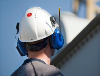 En del hjelmer er utstyrt med en UV-indikator på hjelmen, som skifter farge fra rød til hvit når hjelmen er overeksponert for UV-stråling. (Foto: Tools).