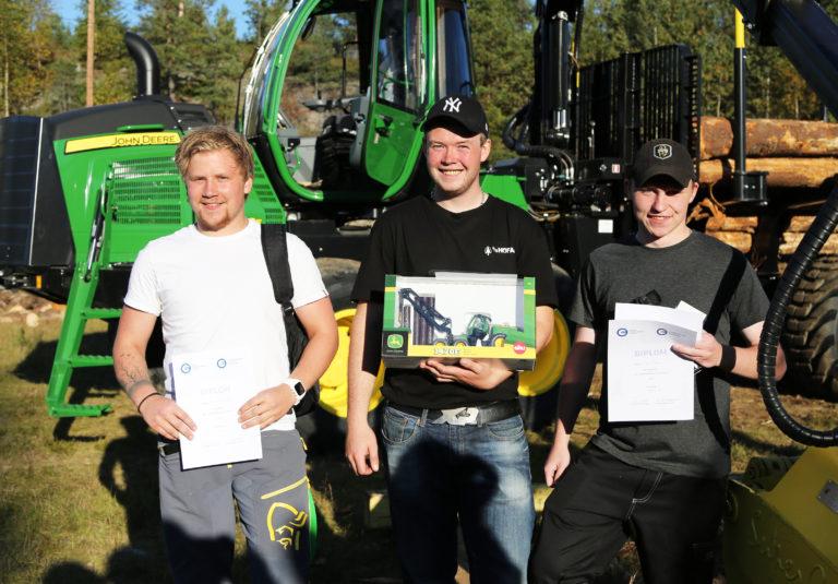 LÆRLINGENE: De tre beste lærlingene; (f.v.) Truls Sagen Bråthen (2. plass), Christoffer Vestli (1. plass) og Simen Hagen (3. plass). (Foto: Runar F. Daler).