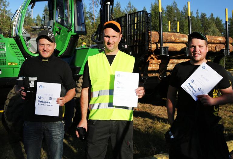 PROFFENE: De tre beste profesjonelle; (f.v.) Tobias Sletten (3.plass), Terje Jørgensen (1. plass) og Simen Sletten Nilsen (2. plass). (Foto: Runar F. Daler).