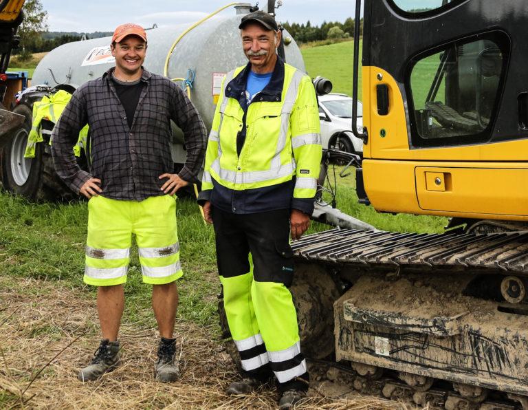TEAM: Utgravingsleder Christian Løchsen Rødsrud og maskinfører Knut Roar Sæther har et utmerket samarbeid. (Foto: Runar F. Daler).