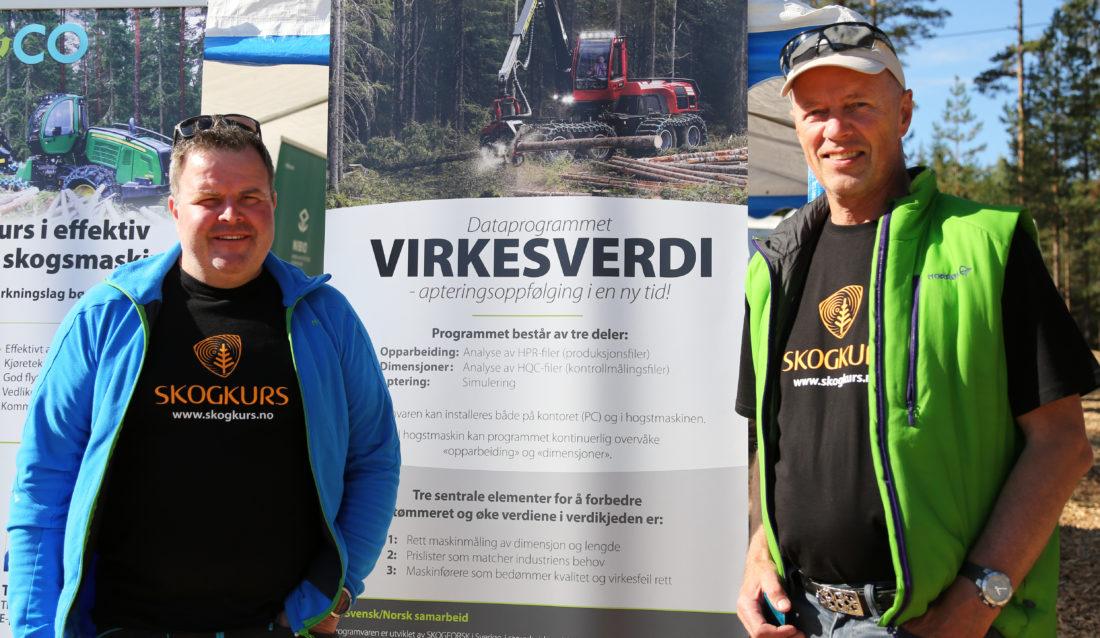Skogkurs sitt nye program, Virkesverdi, skal gi bedre verdiutnyttelse av tømmerstokken. Her er instruktør Terje Stubberud (t.v.) og prosjektleder Mikael Fønhus på Hurdagene nylig, hvor de viste frem programmet. (Foto: Runar F. Daler).