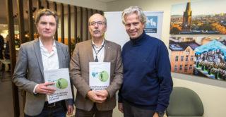 F.v. Finn N. Bangsund i MEF, DiBK-sjef Morten Lie og BNL-sjef Jon Sandnes.