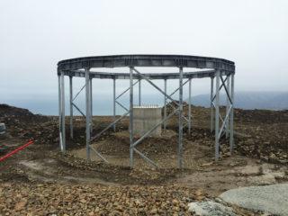 Her er en av de mange radomene i ferd med å bli bygget på Platåfjellet. Blagoja har vært med på jobben. (Privat foto).
