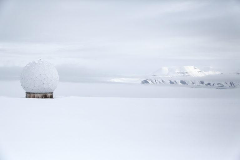 Slik ser det ut på Platåfjellet, der en rekke slike radomer er plassert. (Foto: Runar F. Daler).