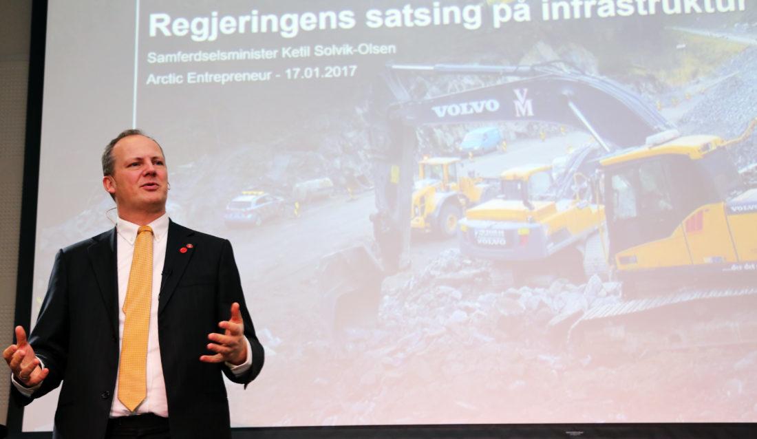 I motsetning til min forgjenger, så reiser ikke jeg utenlands for å rekruttere dem hit, sa samferdselsminister Ketil Solvik-Olsen om utenlandske aktører i det norske anleggsmarkedet. (Foto: Runar F. Daler).