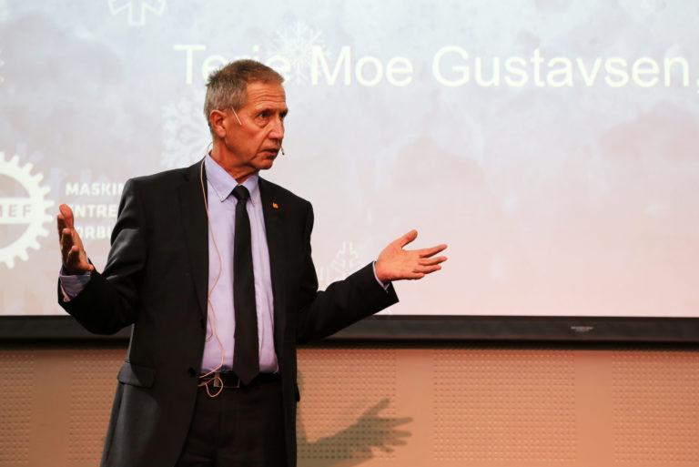 Veidirektør Terje Moe Gustavsen informerte om at Vegvesenet skal etablere en karakterbok hvor entreprenørene vurderes, noe han håper vil bidra til å styrke bransjen. (Foto: Runar F. Daler).