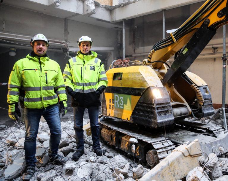 Prosjektleder Joakim Englund og prosjektsjef Lars Henrik Moe får ikke fullrost riverobotene. (Foto: Runar F. Daler).