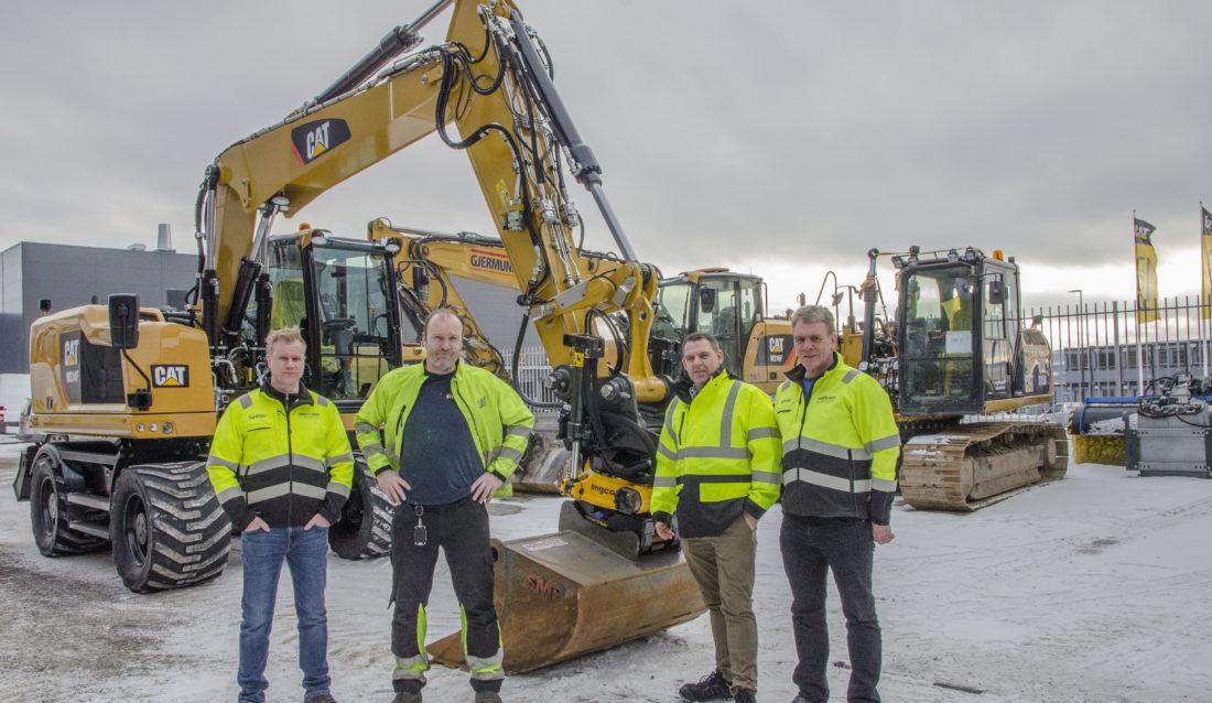 Fra venstre: Esben Rostad (tekniker NPI Pon Equipment), Morten Hansen (sjef klargjøring Pon Equipment), Espen Paulseth (markedsdirektør Pon Equipmet) og Svein Delbekk (tekniker og instruktør gravemaskiner, Pon Equipment). (Foto: Pon Equipment.)