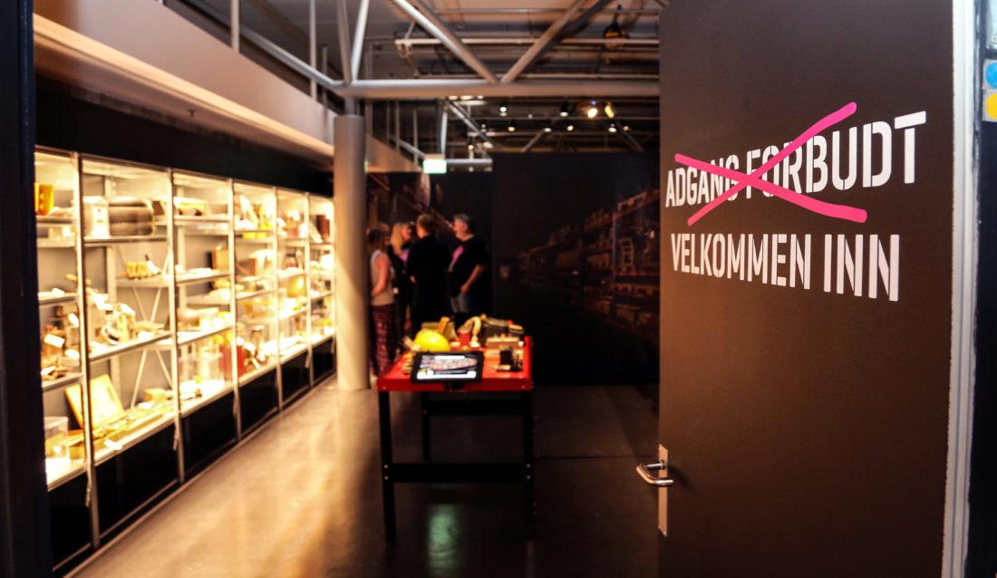 Publikum får komme inn i hjertet av museet, i utstillingen DRIFT. Det første rommet er fylt med gjenstander fra museets lukkede magasiner. (Foto: Runar F. Daler).