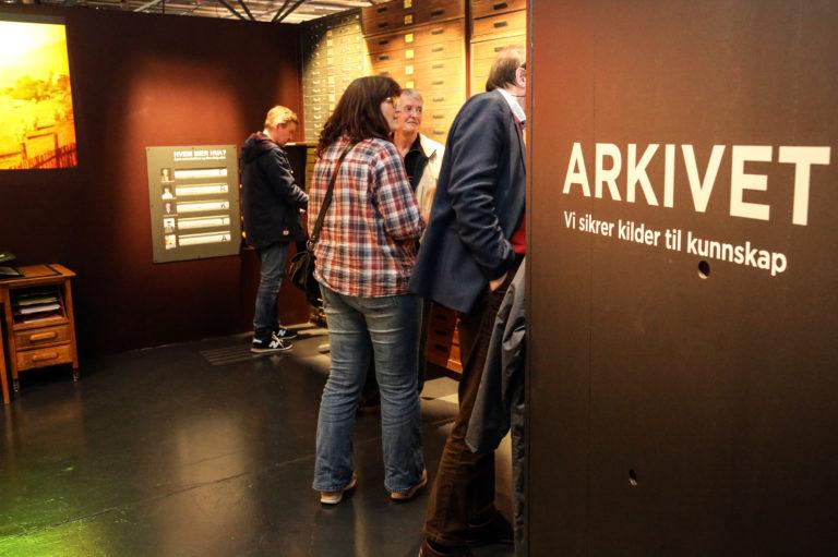 Publikum kan bl.a. utforske og studere museets arkiv for foto, film, kart og dokumenter. (Foto: Runar F. Daler).