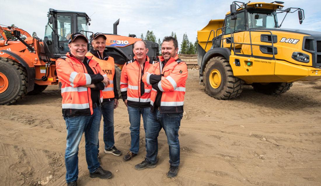 (bilde) ERFAREN GJENG: F.v. Tom Ola Bjerkestuen, Helge Myrhaug, Fred Partyka og Roar Aaserud. Her på Nastas Test & Drive på Hovinmoen.