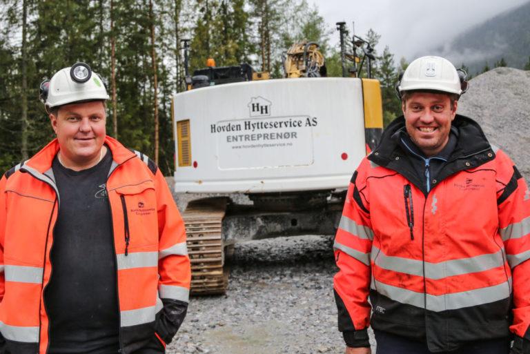 NOMINERT: Hovden Hytteservice, med brødrene Yngve (t.v.) og Jo Breivegen i spissen, har vært gjennom formidabel vekst. Nå er de også nominert til MEFs konkurranse Årets lærebedrift. (Foto: Runar F. Daler).