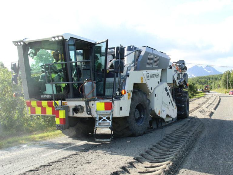 Spesialutviklet maskin for dypstabilisering av vei fra NCC Industry i Finland. (Foto: NCC).