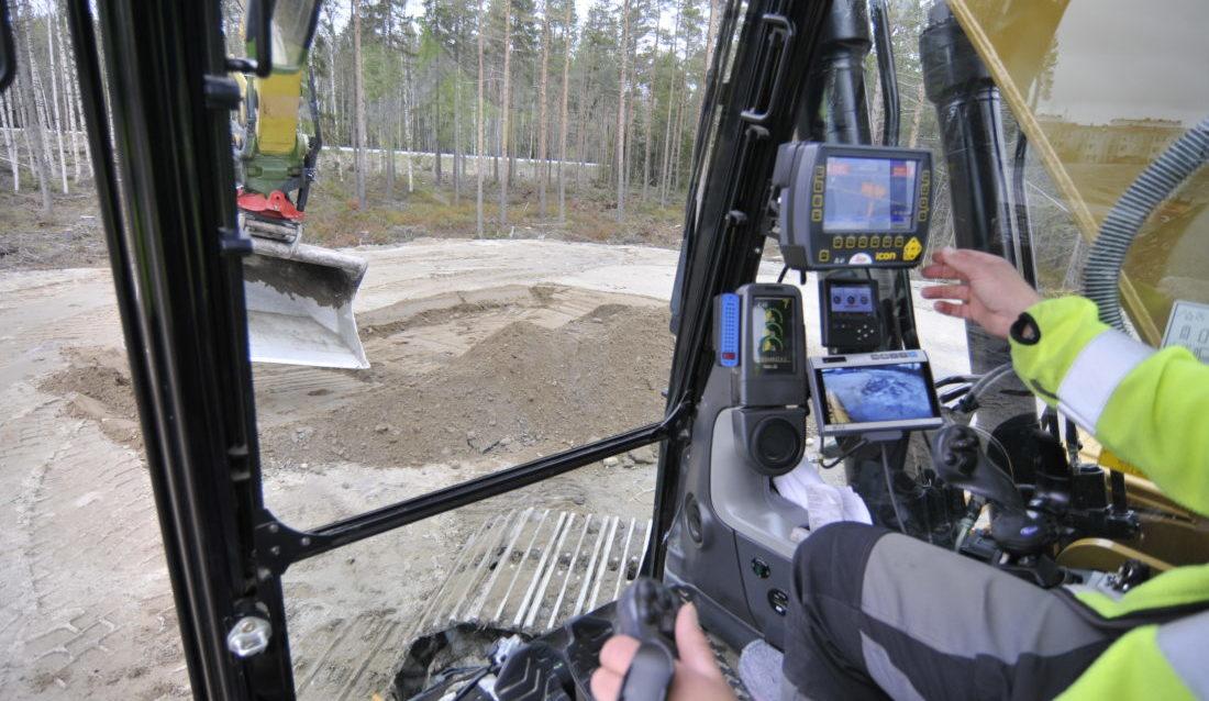 Rototilt lanserte for tre år siden RPS (Rototilt Positioning Solution) og styresystemet ICS, som lar gravesystemene inkludere redskapets nøyaktige tilt- og rotasjonsvinkel. Nå tilbys også RPS med automatisk tiltfunksjon av redskapet. (Foto: Rototilt).