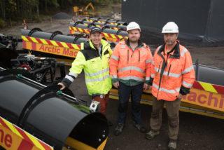 Øveraasen har også levert nye ploger fra Arctic Machine til kontrakten. F.v. Erik Abrahamsen, Joakim Monsen og Thomas Hedberg.