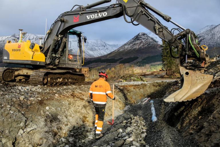 De kan ikke klage på naturomgivelsene ute på boligprosjektet i Ørsta. (Foto: Runar F. Daler).