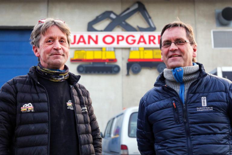 LÆRLINGFOKUS: Brødrene Bjørnar (t.v.) og Jan Erik Opgård går inn i en usikker periode og må kanskje ty til permitteringer, for første gang siden 1999. Likevel satser de videre på lærlinger. (Foto: Runar F. Daler).