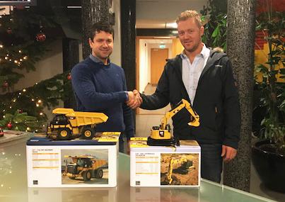 Kjetil Friestad i Risa Service (t.v.) og Pon-selger i Rogaland, Kjell Vidar Hamre. (Foto: Pon Equipment).