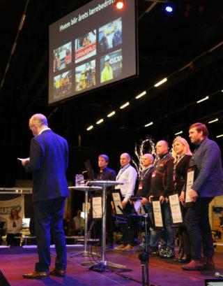 De seks nominerte bedriftene ventet i spenning på  scenen før kunnskapsminister Jan Tore Sanner kåret vinneren. (Foto: Runar F. Daler).