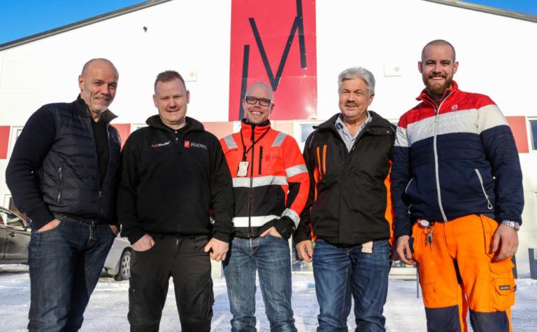 Har man det gøy på jobb går også driften godt, ifølge Geir Mardahl (til venstre). Videre fra venstre: Knut Erik Johansen (leder for verkstedet), Inge Mardahl, (HMS-leder), Jørund Nordbø, (avd.leder Maskin) og Trond Mardahl (arbeidsleder). (Foto: Runar F. Daler).