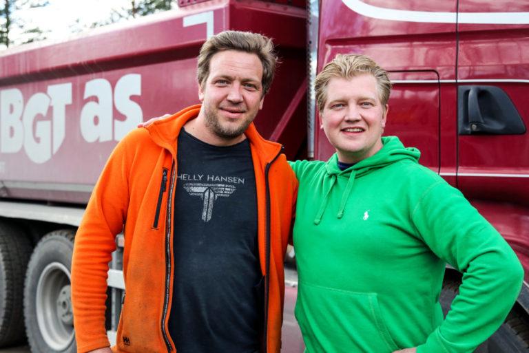 GODE VENNER: Knut Andreas (t.h.) med kompis og kollega Aleksander Ellefsen. (Foto: Runar F. Daler).