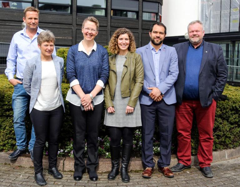 KICKOFF: (Litt av) gjengen, fra venstre: Nils Hanstad (Båsum Boring - partner), Kirsti Midttømme (Christian Michelsen Research – prosjektleder og ansv. arbeidspakke 1), Randi Kalskin Ramstad (NTNU – ansv. arbeidspakke 2 og styremedlem), Maria Justo-Alonso, (SINTEF Byggforsk – ansv. arbeidspakke 3), José Acuna (KTH Energiteknik - partner) og Einar Østhassel (MEF – partner og styremedlem). (Foto: Runar F. Daler).