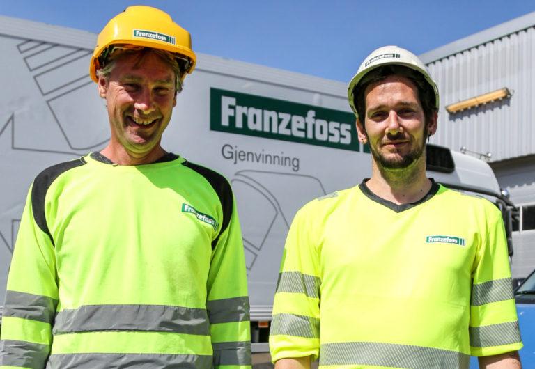 Anleggssjef hos Franzefoss Gjenvinning, Finn-Arild Johannesen (t.v.), er storfornøyd med Morten. – Jeg får ham nesten ikke til å ta ferie engang, smiler han. (Foto: Runar F. Daler).