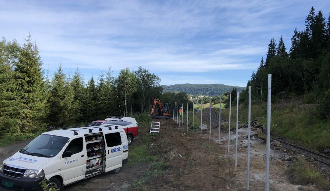 Garda Sikring vant anbudet om å sette opp nye viltgjerder for Bane NOR langs Nordlandbanen. (Foto: Garda Sikring).