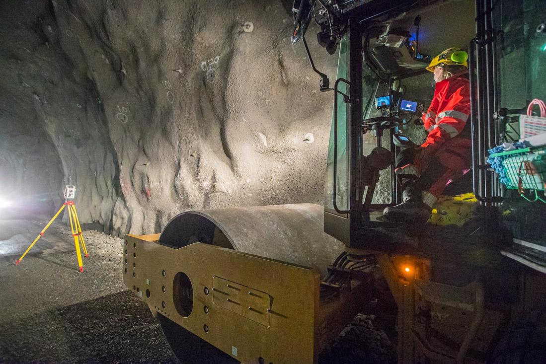 Vals og totalstasjon i tunnel