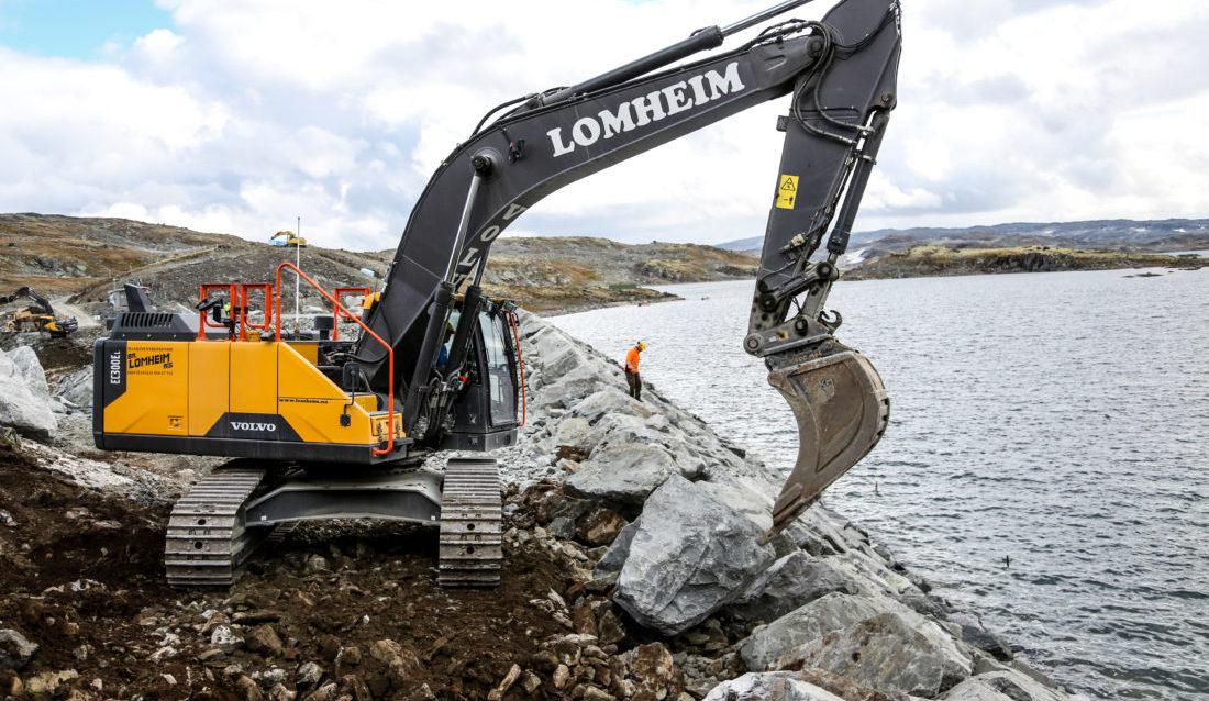 Dam Kvevotni er Norges høyest beliggende fyllingsdam. Nå blir den ytterligere to meter høyere. (Foto: Runar F. Daler).