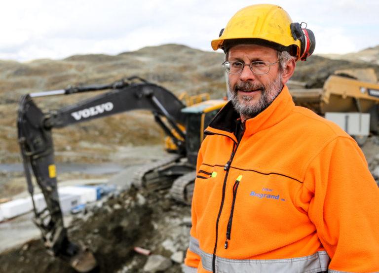 Alle dam-kontraktene til Oskar Brugrand AS, er vunnet i tradisjonelle anbudsrunder, hvor den lille, lokale maskinentreprenøren har utkonkurrert flere store riksentreprenører. Her representert ved daglig leder Odd Inge Brugrand. (Foto: Runar F. Daler).