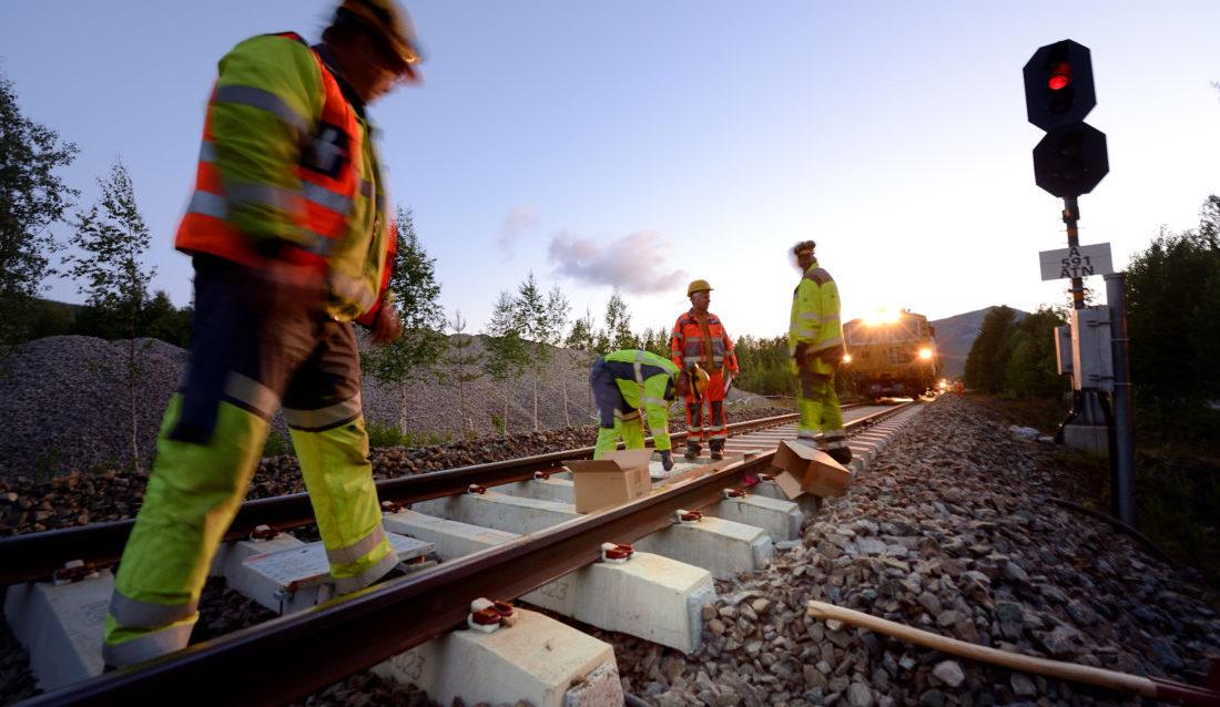 Bytting av sviller på Rørosbanen. (Foto: Øystein Grue/Bane NOR).