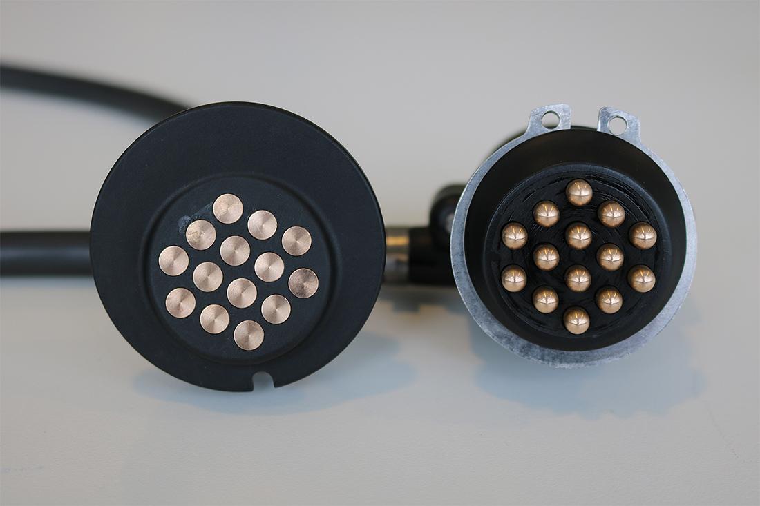 Steelwrist V14 el-kontakt til redskapsfeste, med 14 poler.