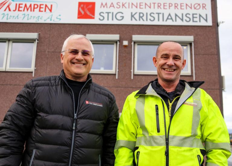 Daglig leder Stig Kristiansen og driftsleder Frode Nilsen henter heller folk fra NAV enn fra bemanningsselskapene, for da er det lettere å forme dem selv, slik at de passer inn i bedriften. Og de vil gjerne ha inn flere kvinner, som de opplever har svært positiv effekt på arbeidsmiljøet. (Foto: Runar F. Daler).