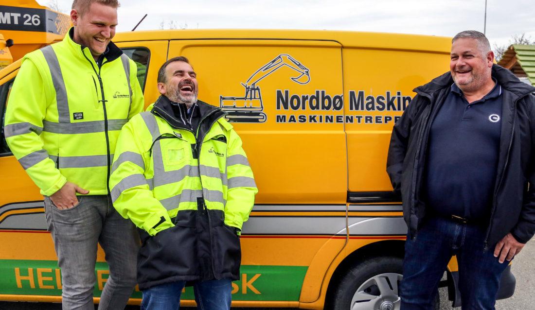 GODT HUMØR: (F.v.) Faglig leder Anders Salte og daglig leder Martin Nordbø i Nordbø Maskin og Stig Dybdahl, daglig leder i OKAB i Sør-Rogaland. (Foto: Runar F. Daler).