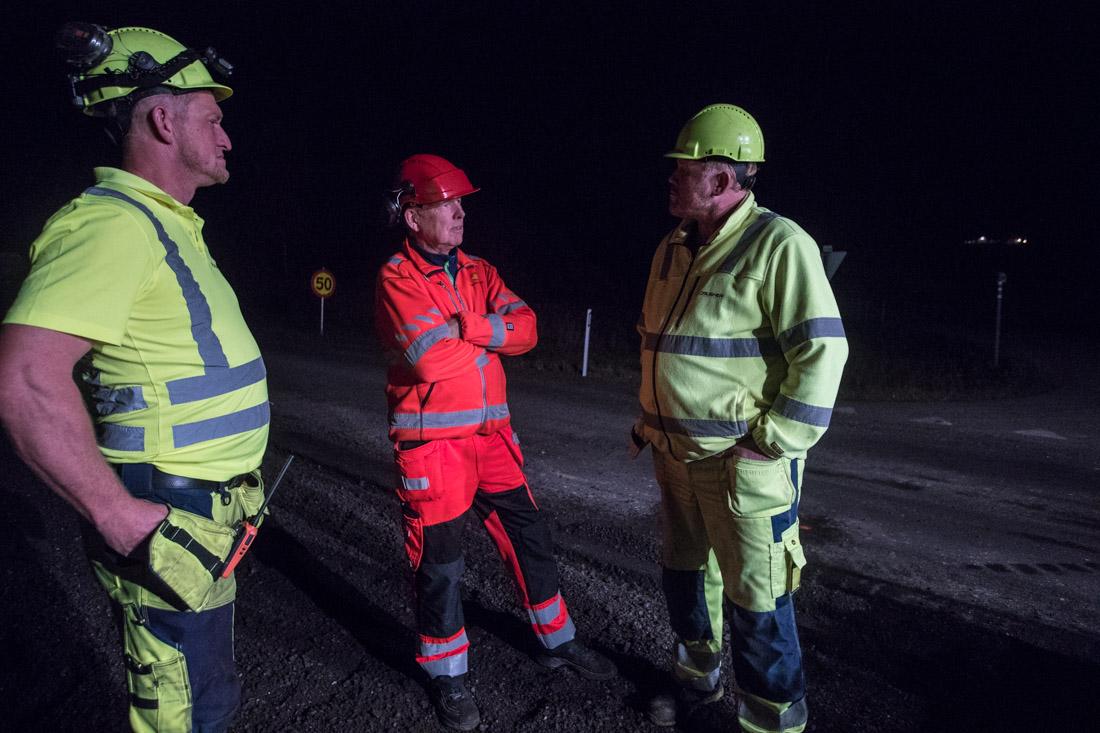 Kenneth Sundstøl, byggeleder Bent Abrahamsen i SVV og Lloyd Sundstøl.
