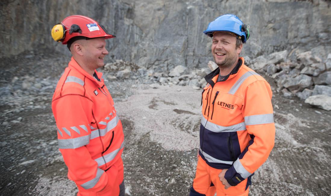 Prosjektleder Thomas Fjelldalselv (t.h.) i Letnes Entreprenør AS og byggeleder Bjørn Erik Andersson i Statens vegvesen